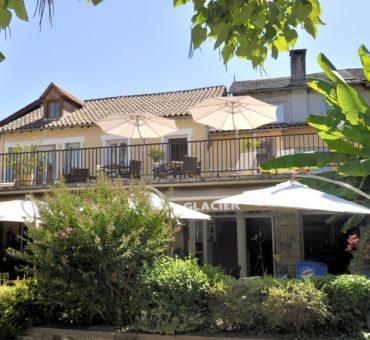 hotel-les-flots-bleus-facade-beaulieu-sur-dordogne-094834